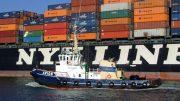 """Containerschiff verlässt den Frachthafen: """"Genau genommen widerspricht eine auf verschiedene Kontinente verstreute Produktions- und Zulieferkette dem gesunden Wirtschaftsverstand.""""  © pixabay"""