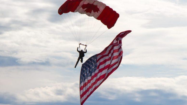 Skydiver Canada/USA © pixabay
